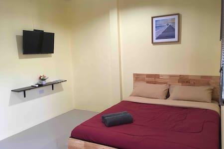 Green Bungalow in Saiyuan (Room B)