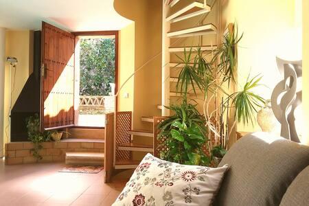 Casa con piscina en Monells (Girona) - Monells - Haus