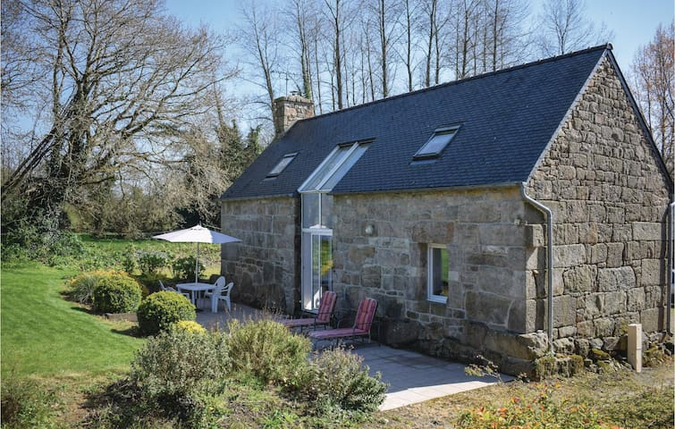 Holiday cottage with 2 bedrooms on 80m² in Lannion