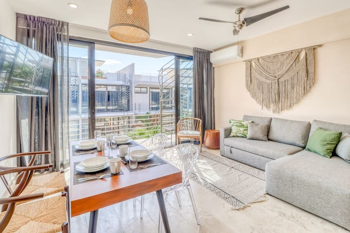 Romantic jungle penthouse with a private rooftop pool, WiFi, AC & balcony views!