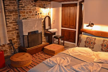 Fyloma #1 - Traditional guesthouse in Pelion - Magnisia - Bed & Breakfast