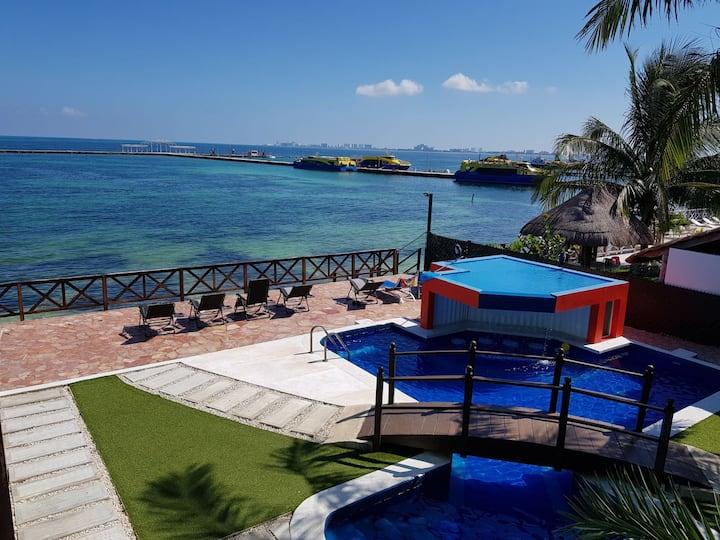 8. Habitación privada con vista al mar