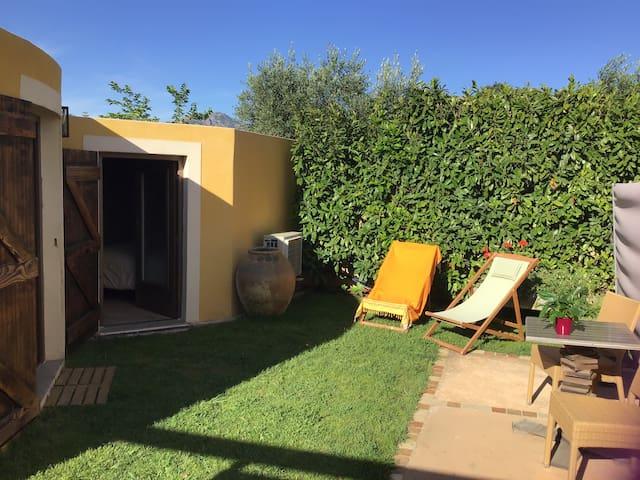 Location indépendante avec petit jardin privatif