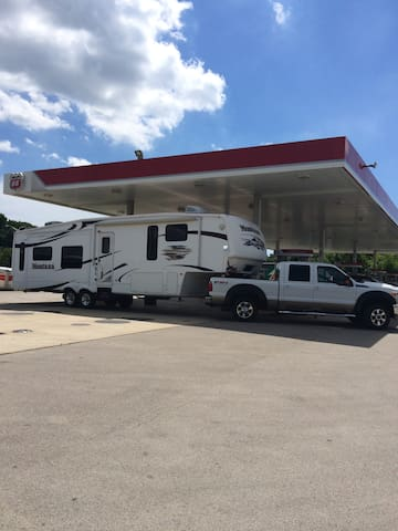 36' Fifth Wheel RV on Private Property. - Spring Hill - Autocaravana