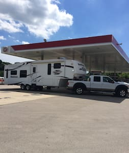 36' Fifth Wheel RV on Private Property. - Spring Hill