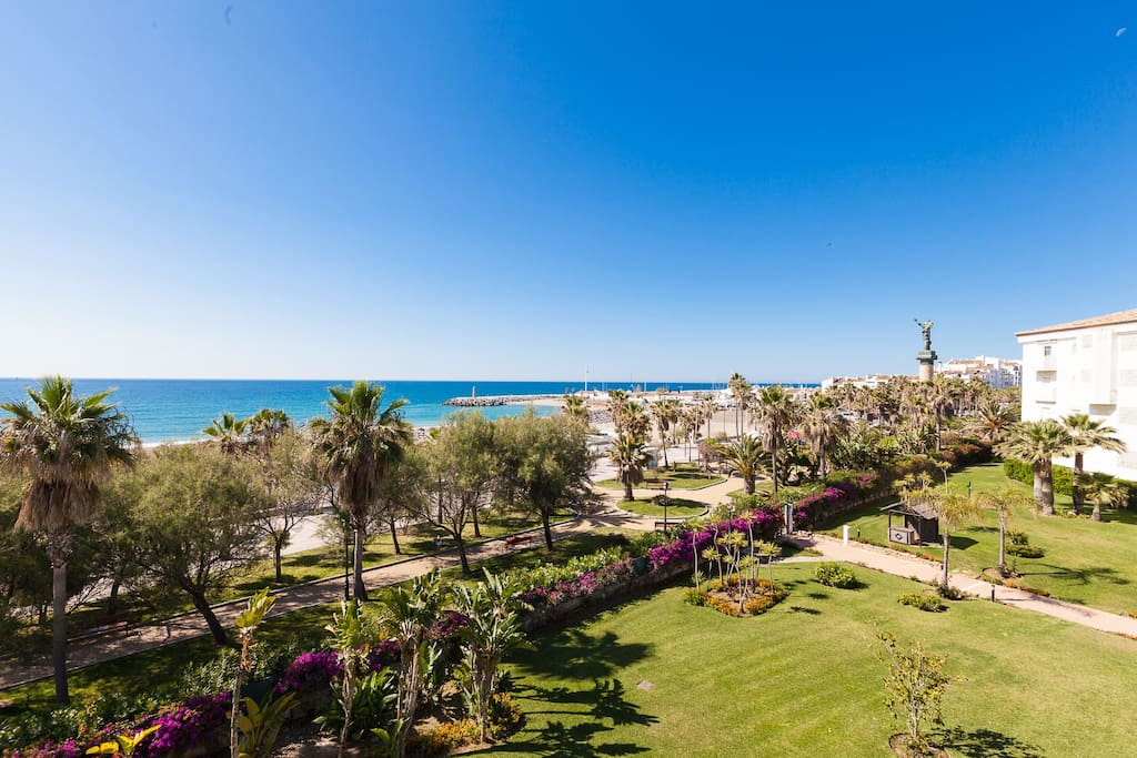 Seaside apartment, just in a great area in Puerto Banús: Centrally located, quiet and excellent views!