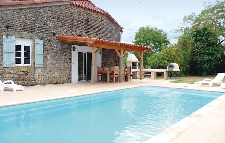 Holiday cottage with 6 bedrooms on 0 m² in Tasque