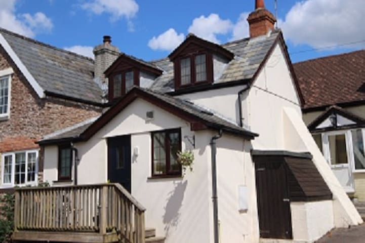 Warren Cottage - a cosy, welcoming little house
