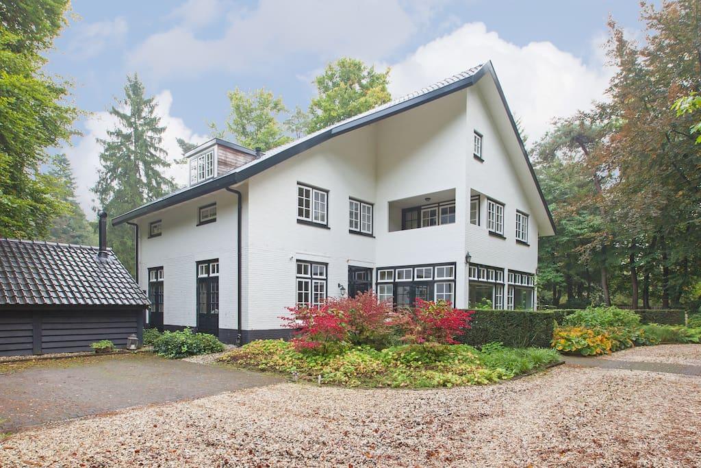 Voorzijde villa