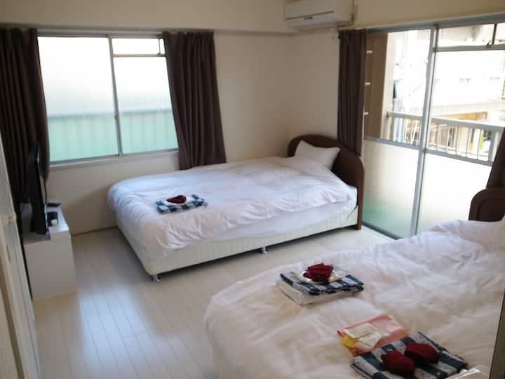 【ツインルーム+和室】海水浴場徒歩1分☆アパートを改装した2DK喫煙ルームにステイ