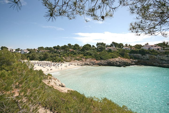 Seafront apartment right on Cala Anguila beach