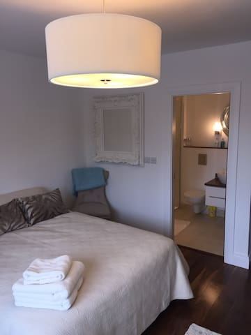 Modern private double room with en-suite.