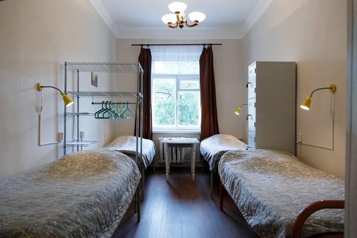 Комната на 4 человек в хостеле рядом с метро