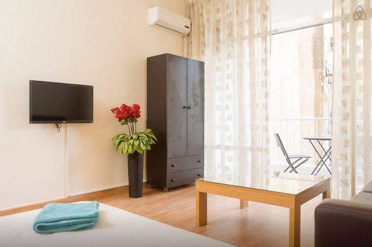 Cozy Spacious Room in Hamra - Beirut - Apartamento