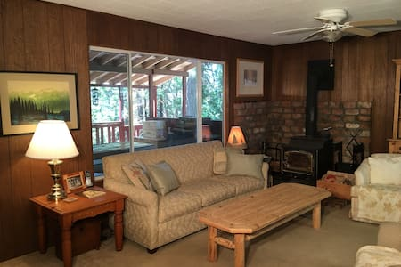4 bedroom newly remodeled cabin, sunny back deck - Long Barn - Cottage