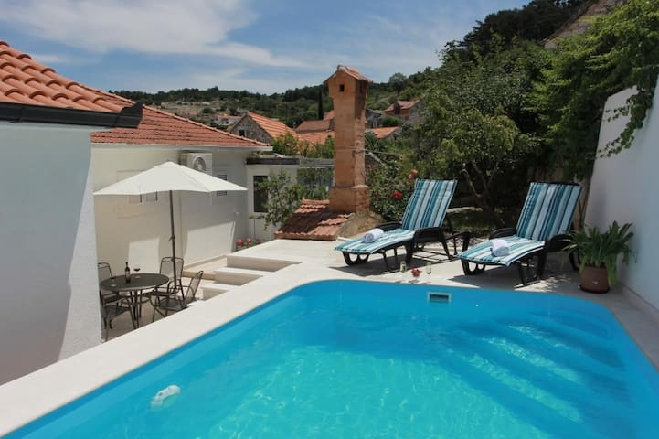 HH Pine Tree-3 Bedroom Holiday Home With Pool
