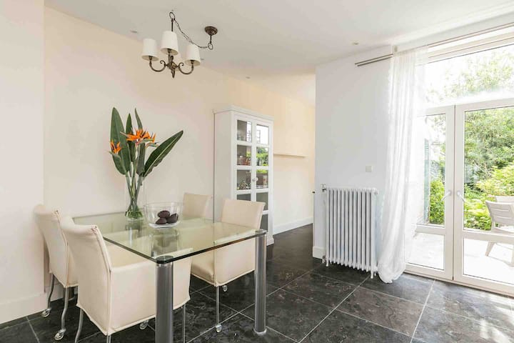 Sunny house with canal view in historic Brielle