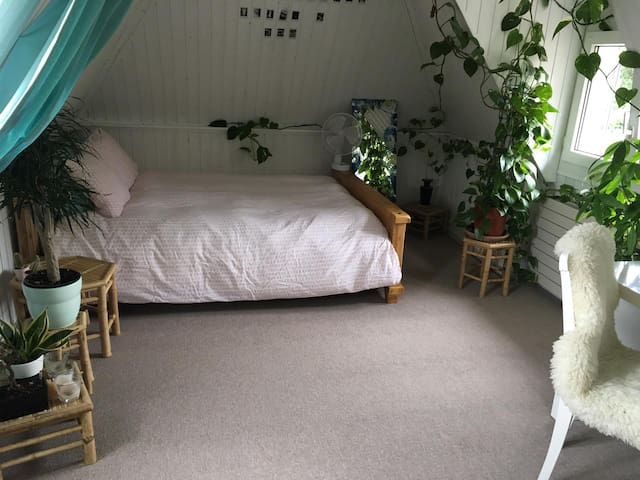 Charming attic double bedroom - lake view
