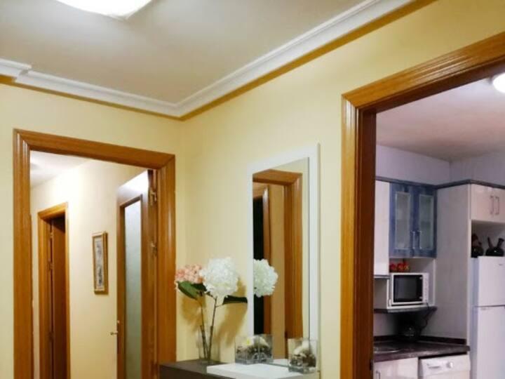 Apartamento amplio de 3 dormitorios, 2 baños.