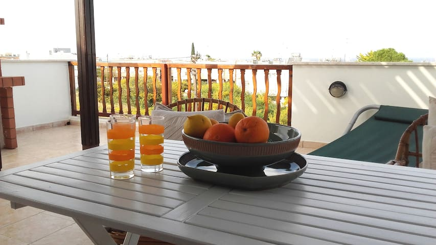 Athina 2 bedroom spacious apartment + wifi - Paralimni - Departamento