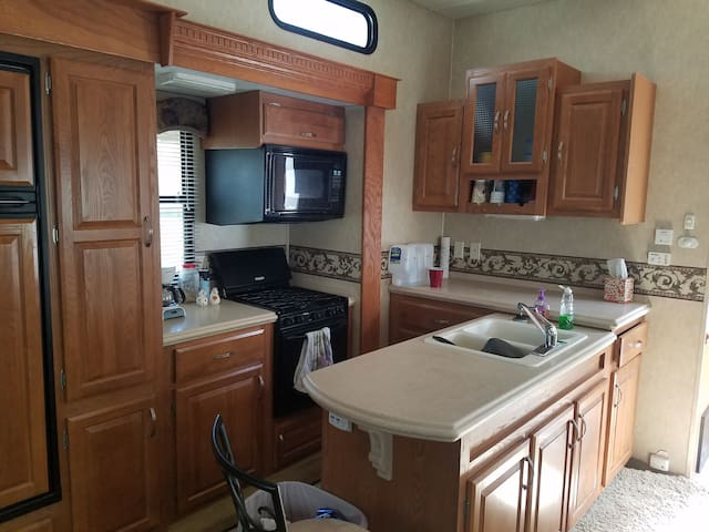 Nightly Rental (5th Wheel RV) in RV Park - Green River - Trailer