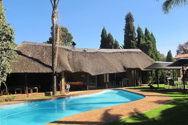 Aero Guest Lodge, Safari B&B