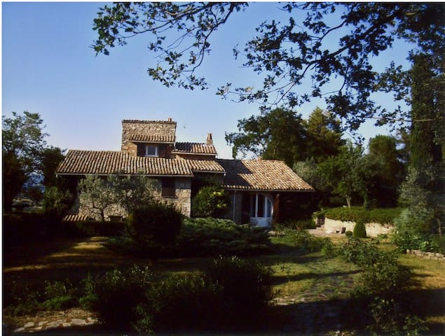 Country house between Todi and Montefalco Ref. 800