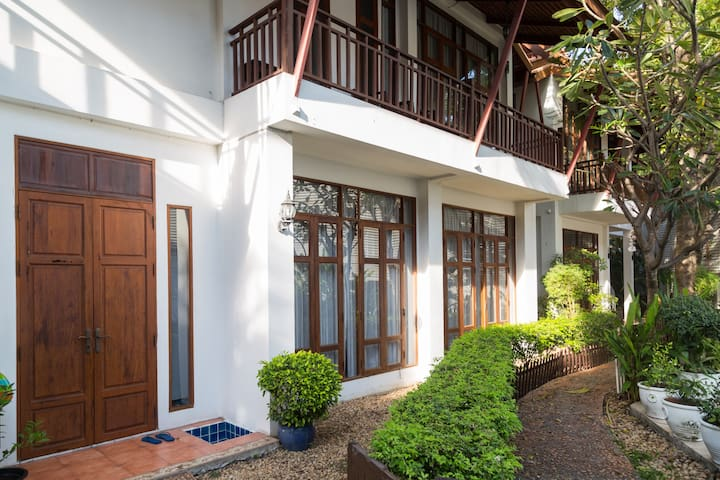 Good Quality+Serene Modern Thai House2, CENTER,BTS