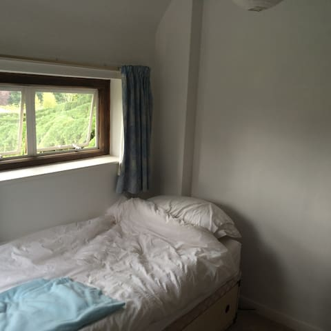 Cozy small room and bathroom combo in Kenilworth - Kenilworth - Huis