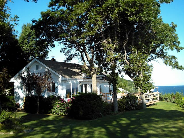 Waterfront home on Long Island Sound - Rocky Point - Dům