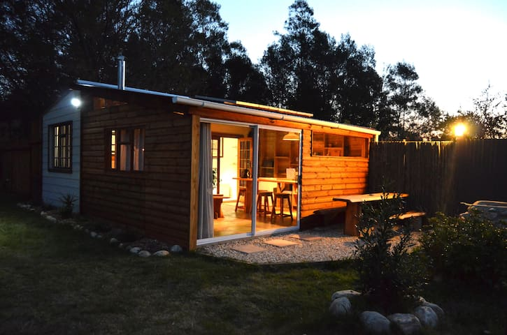 Upendo Off-The-Grid Cottage