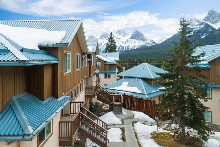 ❤Spacious Townhouse in the heart of the mountains❤