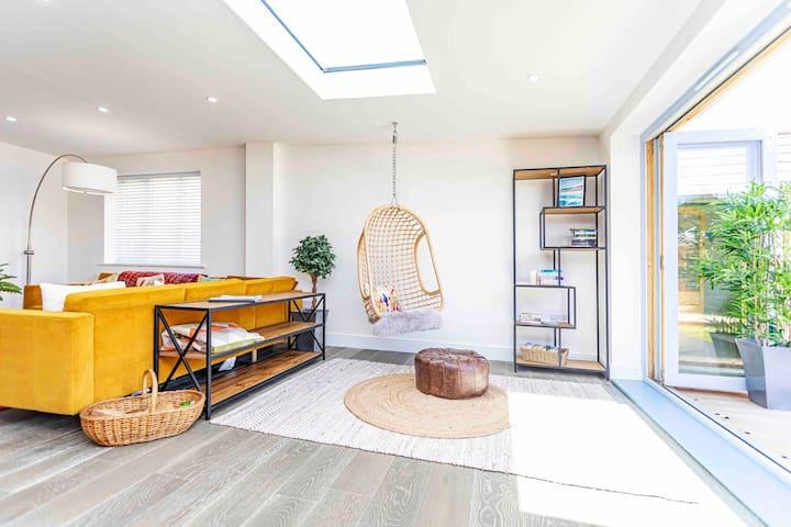 Luxury Ocean+ Playroom+ Free Winter Autumn package