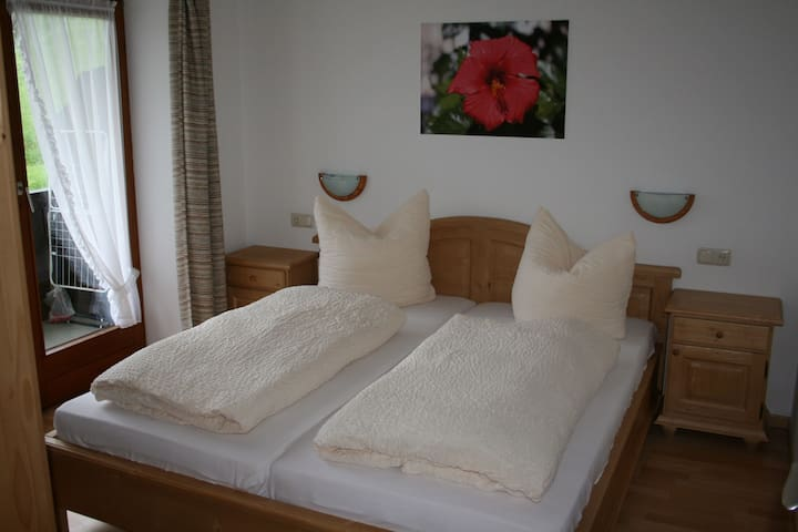 "Cosy Apartment ""Ferienwohnung Hohe Göll"" with Mountain View, Wi-Fi & Balcony; Parking Available, Pets Allowed"
