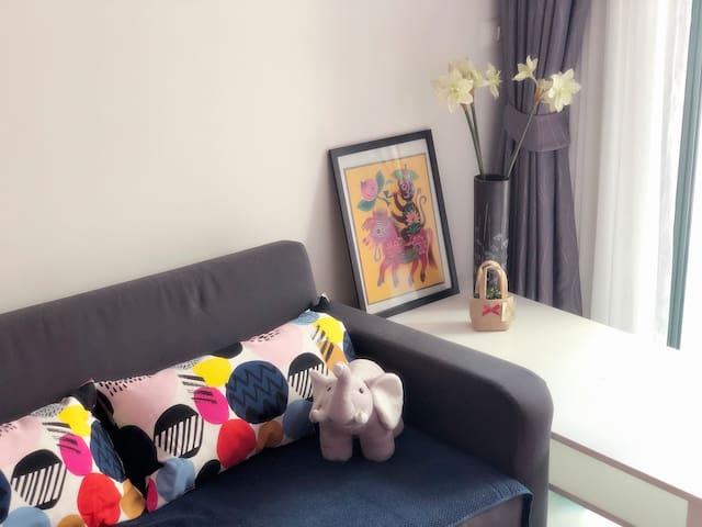 Extendable sofa, side table