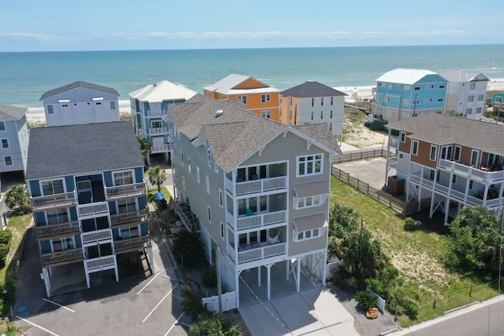 Steps to the Beach, Beautiful Sunsets & Views, Luxury Condo, Elevator and Tiki Bar