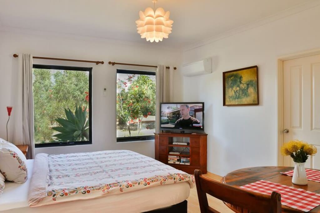 Large double bedroom with high ceilings. Free foxtel movies and wi-fi.
