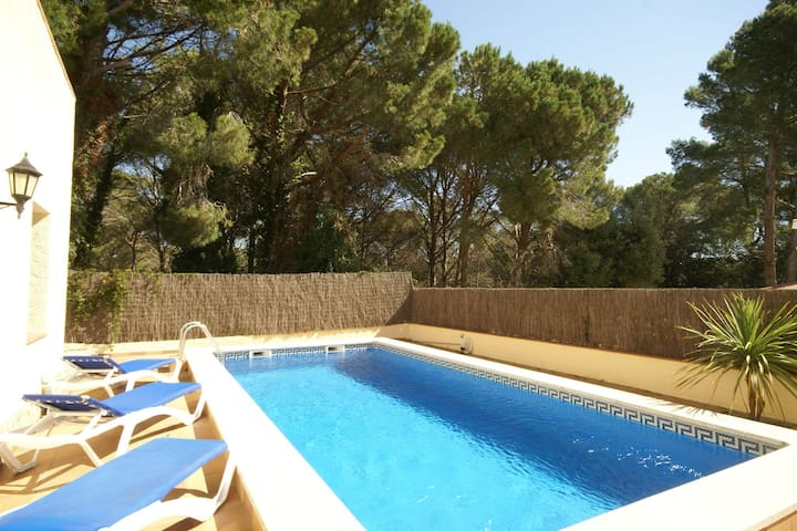 Cozy Holiday Home in Playa de Pals with Swimming Pool