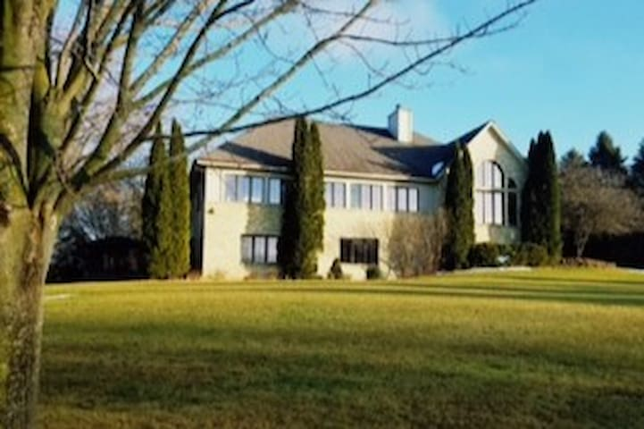 5 Bedroom Gorgeous Home 8 Miles from US Open