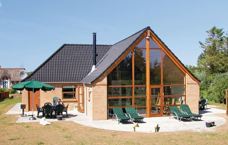 Holiday cottage with 4 bedrooms on 200 m² in Rømø