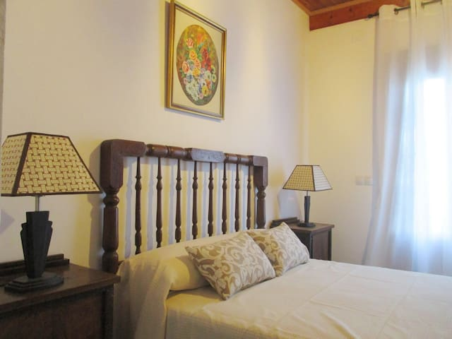 Habitación 1: doble cama matrimonio