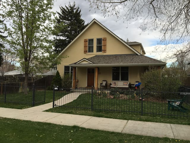 Spacious, Upscale 5BR Home in DU/Wash Park - Денвер - Дом