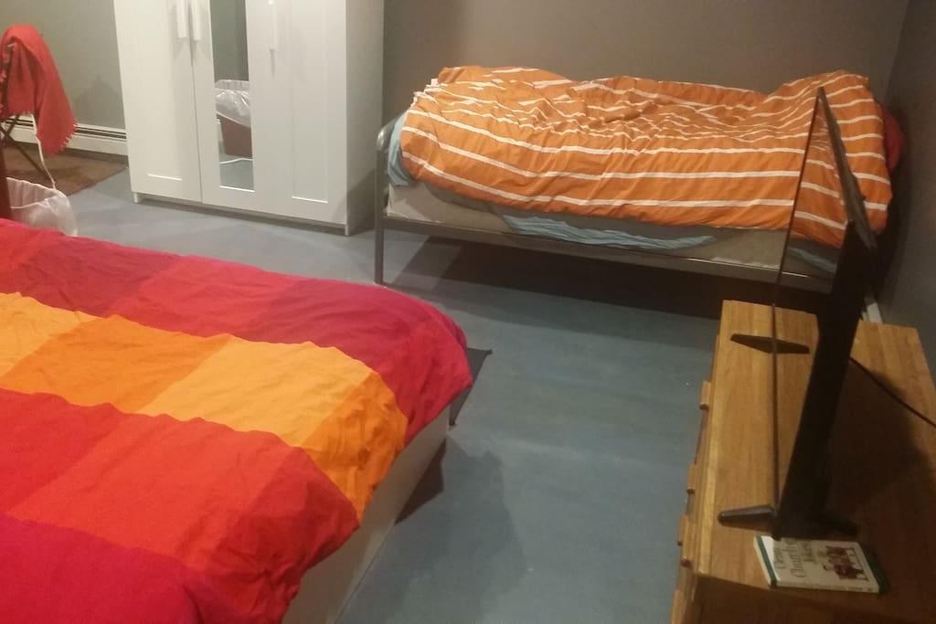 """twin bed, 40"""" tv w/ chromecast"""