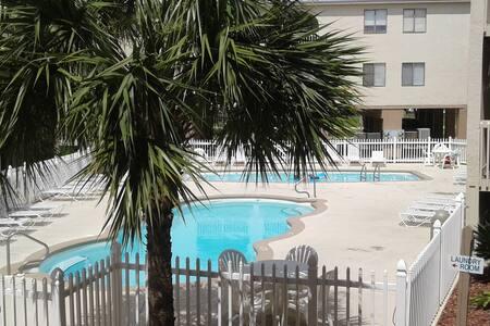 Las Palmas 218-Gulf Views, 2 Pools, Great Location