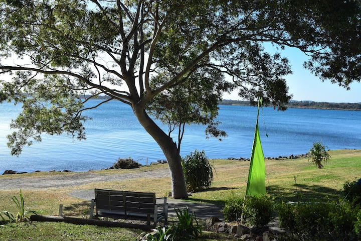 The Boathouse Waterfront Apartment, Swansea Heads