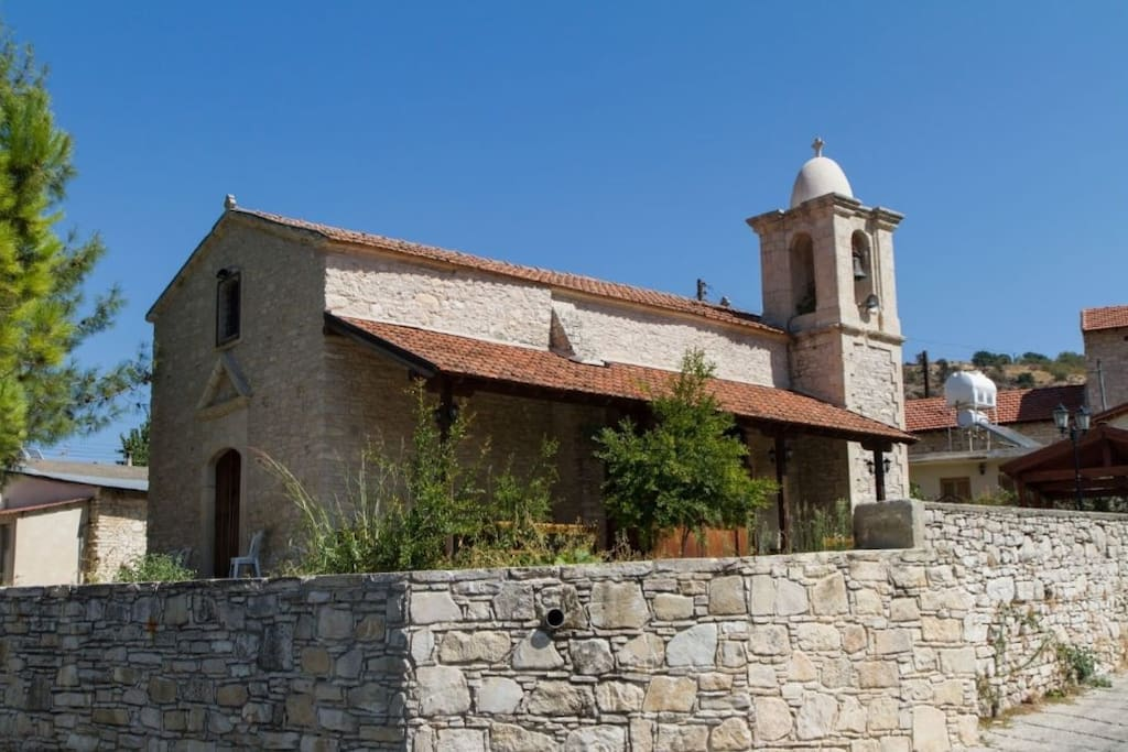 The village is famous for the churches that were built there. That's how it also got its name. The Mon from Monagri stands for Moni, which means church! The church of St. George is right next to the house.