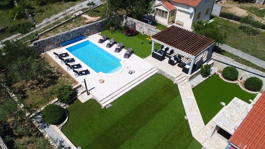 Stunning new villa Lepuri