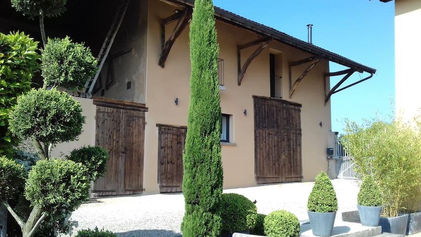 Ancienne ferme de village en pisé