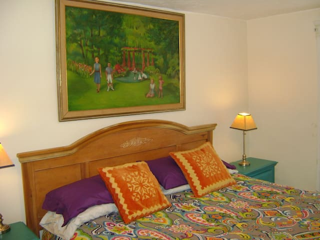 Very nice king size bed with night stands.
