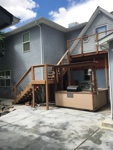1 bedroom/2 bath second floor apt with kitchenette